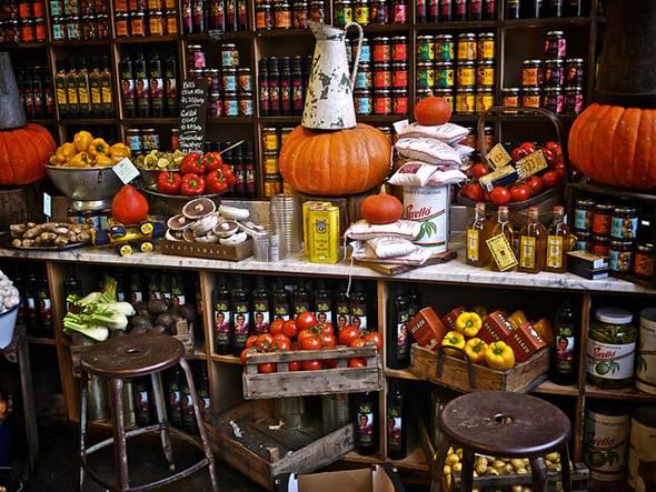 A produção de cestas em delicatessen dá um resultado final diferente e com produtos variados