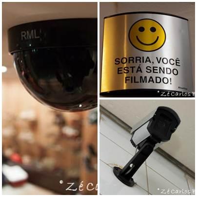 Câmera de segurança instaladas em comércios e residencias, geralmente um aviso de gravação informa os clientes