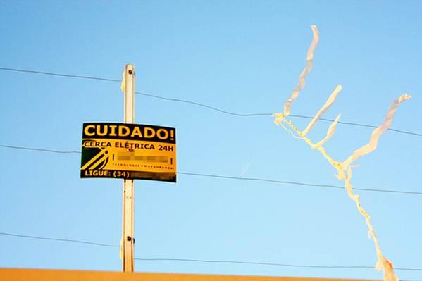 Cerca elétrica instalada em residências - Foto Flickr @Henrique Costa Pereira