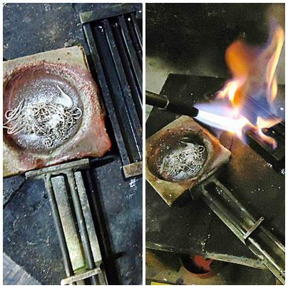 O metal chamado de sucata, que será reciclado, é coberto pelo bórax. Depois é aquecido o lingote