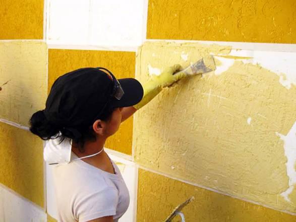 A textura pode ser aplicada antes ou depois da tinta, para essa técnica é necessário possuir experiência