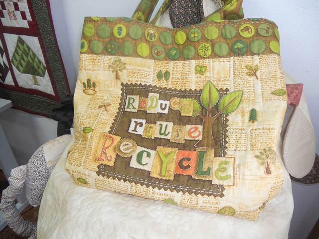 As Ecobags - sacolas de tecidos - foram criadas com o intuito de preservar o meio ambiente, deixando as sacolas plásticas de lado
