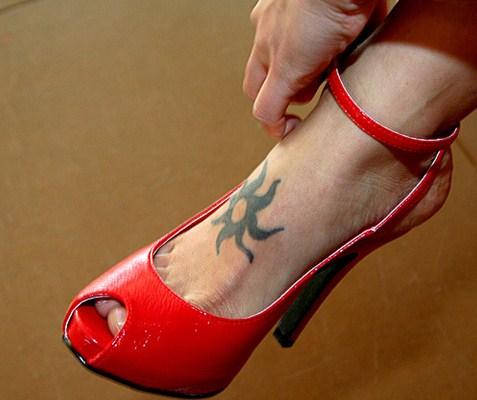 Peep toe vermelho de salto alto estilo boneca