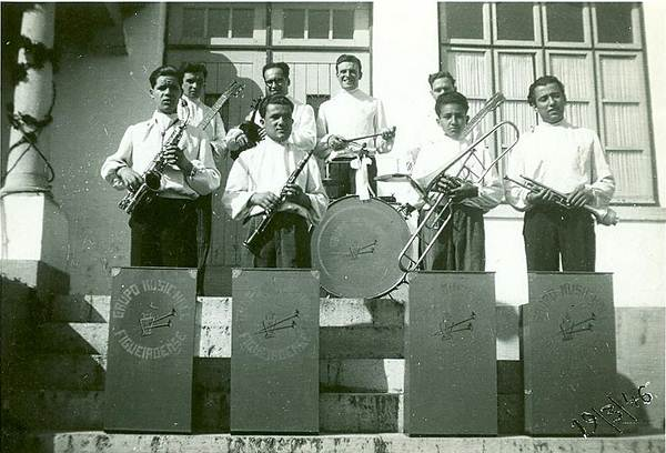 Grupo musical típico do ano de 1946