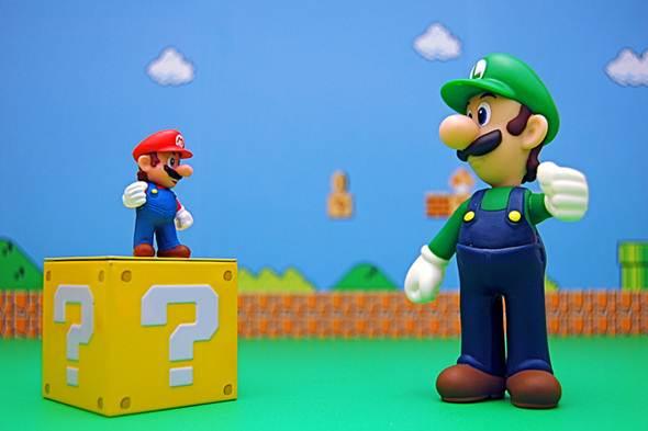 Mario e seu irmão da saga, Luigi