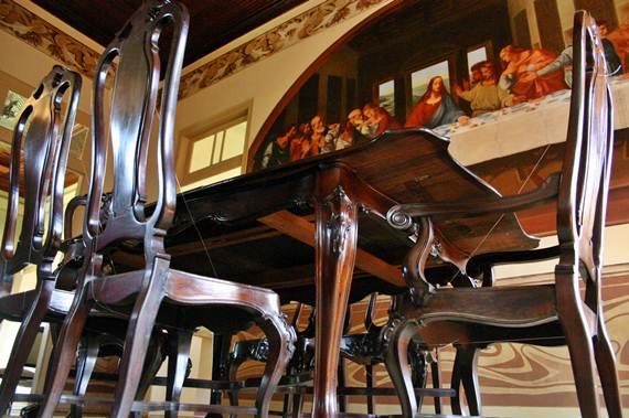 Parte dos móveis expostos no MADA
