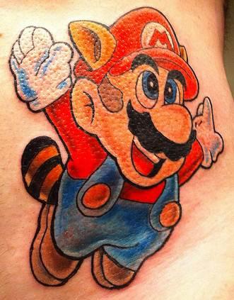Fanáticos por jogos tatuam a imagem do personagem principal, no caso o Mario