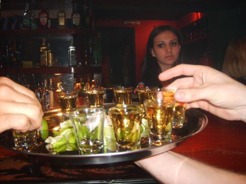 Em algumas competições do Tequila Shot o competidor tem a cabeça girada