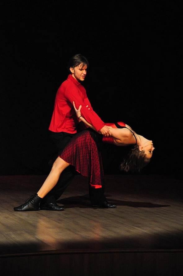 As aulas de dança são mais leves e descontraídas do que a musculação convencional