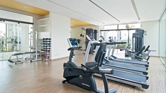 A academia de musculação é procurada por pessoas de todas as idades, homens e mulheres