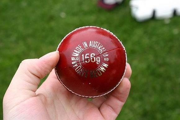 Bola de críquete