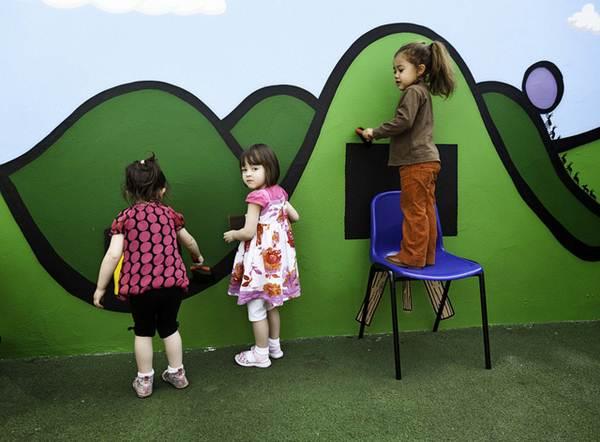 O primeiro direito da criança é a brincadeira, afinal é brincando que se aprende