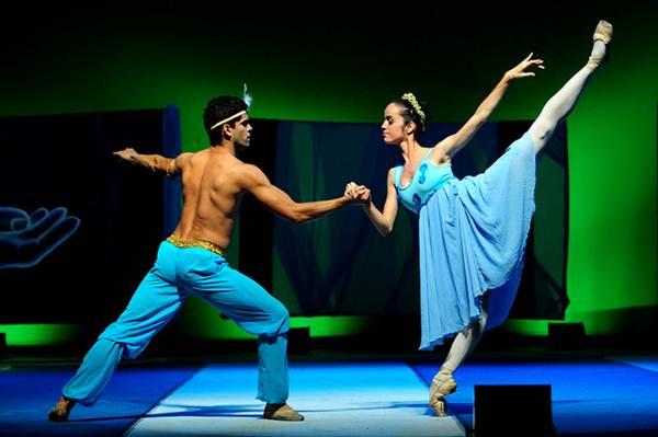 As escolas de dança já foram frequentados só por mulheres, hoje é um ambiente totalmente unissex, sem preconceitos