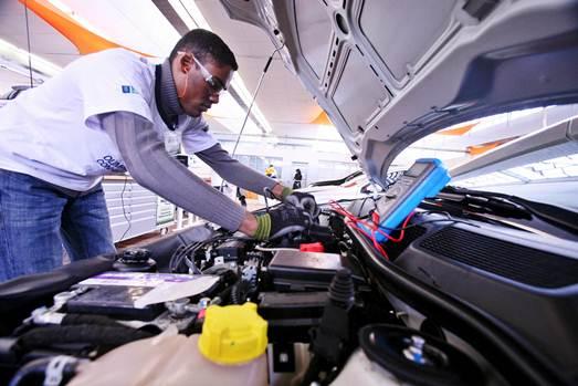 O SENAI (Serviço Nacional de Aprendizagem Industrial) oferece curso grautito de mecânica