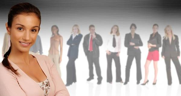 Ainda nos cursos de especialização, existem o Ensino à Distância onde o aluno realiza sua graduação em cursos online