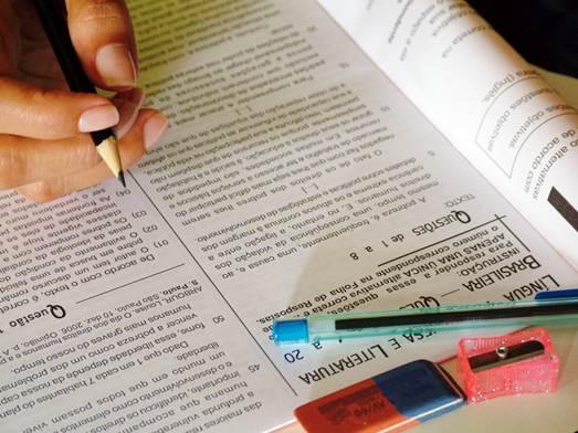 Os cursinhos preparatórios separam as salas de estudo de acordo com o tipo de concurso a ser prestado