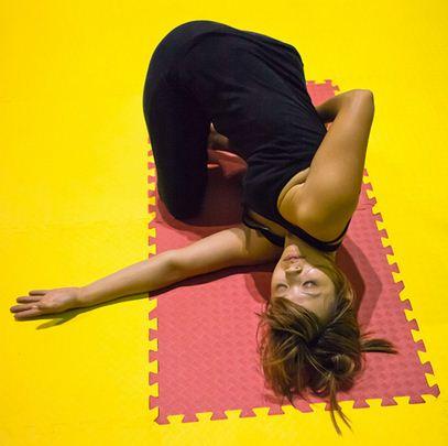 Na medida em que o praticante de Yoga avança as técnicas, as posições sobe no nível de dificuldade
