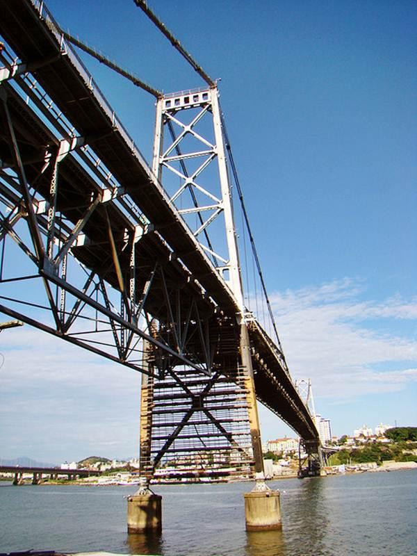 Ponte feita de aço