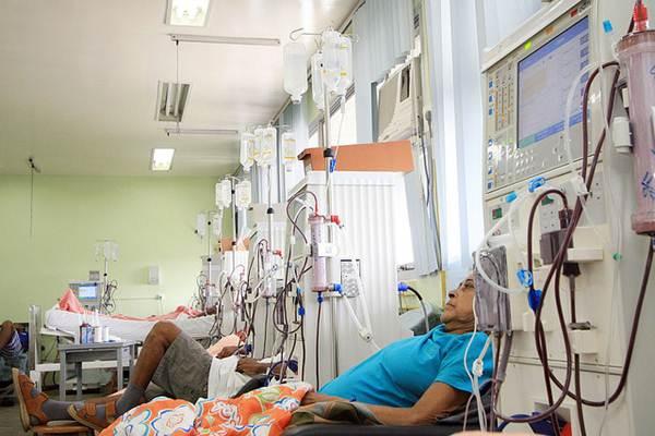 A hemodiálise pode ser realizada em clínicas específicas ou em hospitais de tratamentos