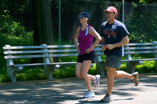 Um Personal Trainer acompanha todos os momentos de exercício físico do contratante