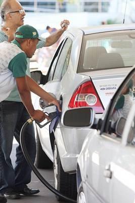 As pessoas que atendem nos postos de gasolina são chamados de frentistas