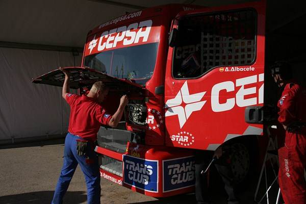 Mecânico especilista em motor de caminhão