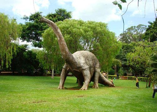 Réplica em tamanho natural de Dinossauro em Peirópolis - Foto: José Luiz da Silva Vieira