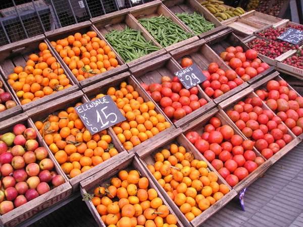 Frutas e verduras em exposição em Feiras Livres - Foto MorgueFile @Alvimann