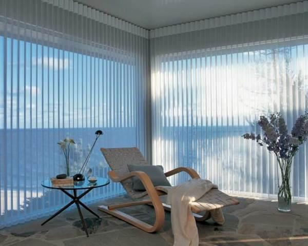 Exemplo de persianas na horizontal utilizada em grandes áreas - Foto: Flickr @DECORACIONES INTEGRALES